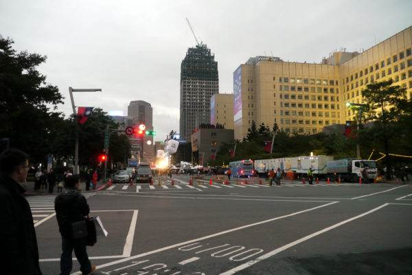 台北市政府広場のあたり