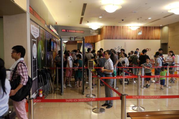 台北101 入り口の行列