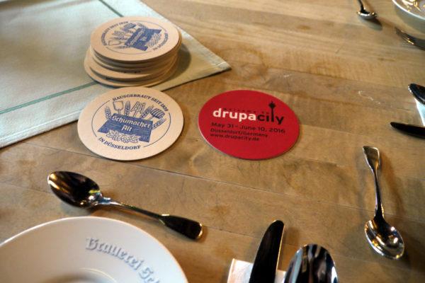 デュッセルドルフではドゥルーパ展示会の会期中だったので、その記念コースターになっていた。