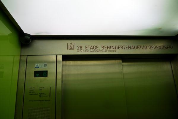 エレベーターで展望台へ