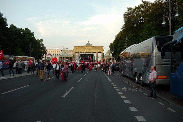 ブランデンブルク門を後ろ側から