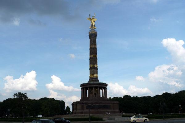 ティーアガルテン中央の戦勝記念塔。