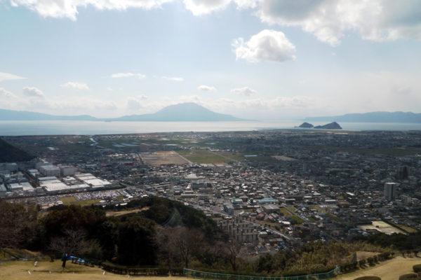 展望室からの桜島の眺め。目の前に見えるので眺望はとても良い。
