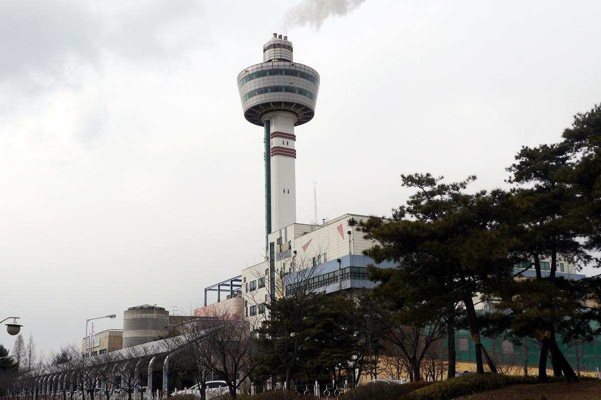 九里タワー外観
